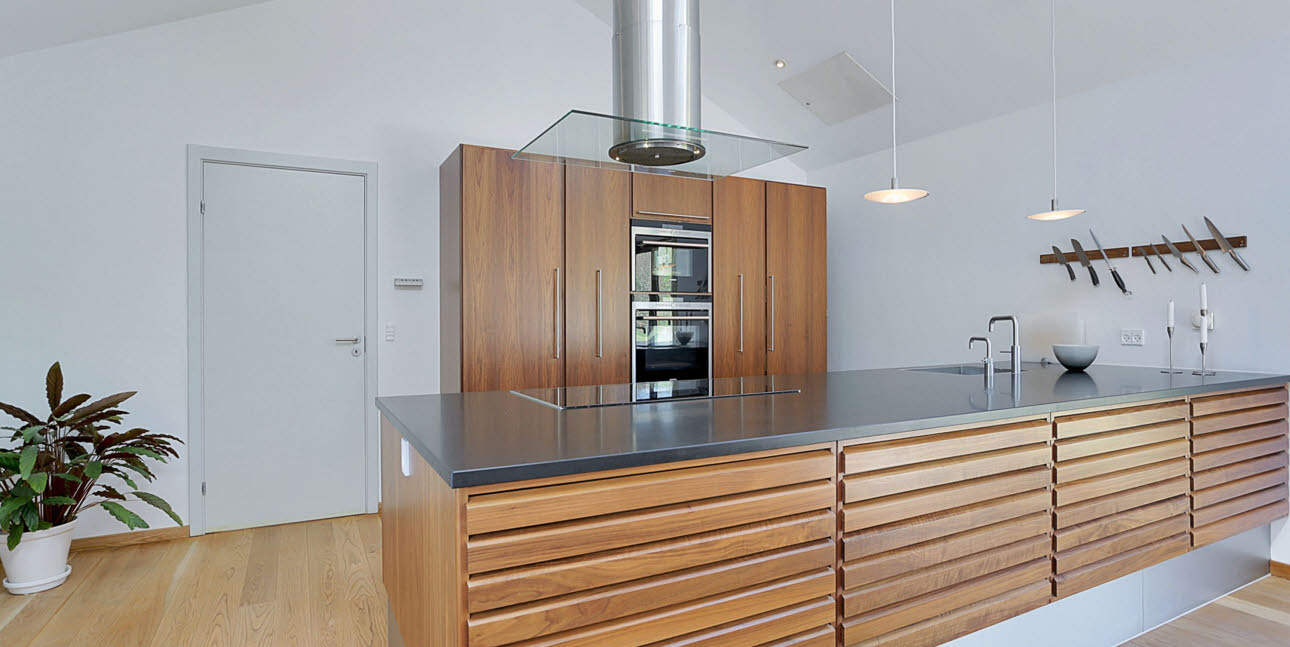 Kitchen in walnut