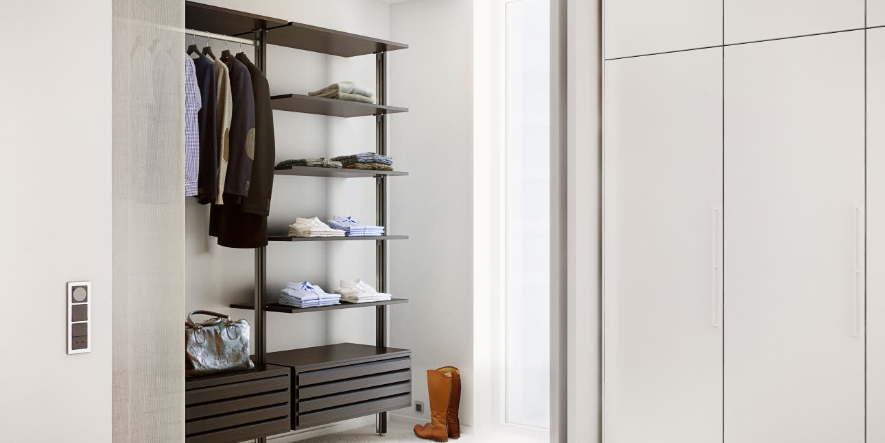 Combination of open and closed wardrobes