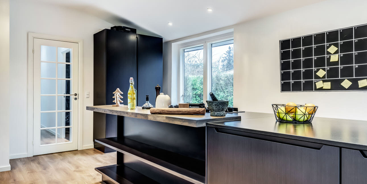 Black Oak kitchen from uno form's I series