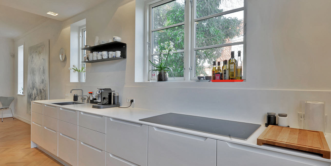 White, stylish kitchen from uno form